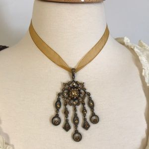 Jewelry - Beautiful vintage necklace.